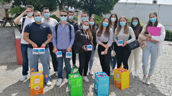 A ESTG distribuiu minipilhões pelo comércio de Felgueiras